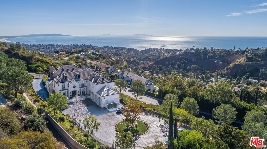 16375 Shadow Mountain Dr, Pacific Palisades, CA 90272