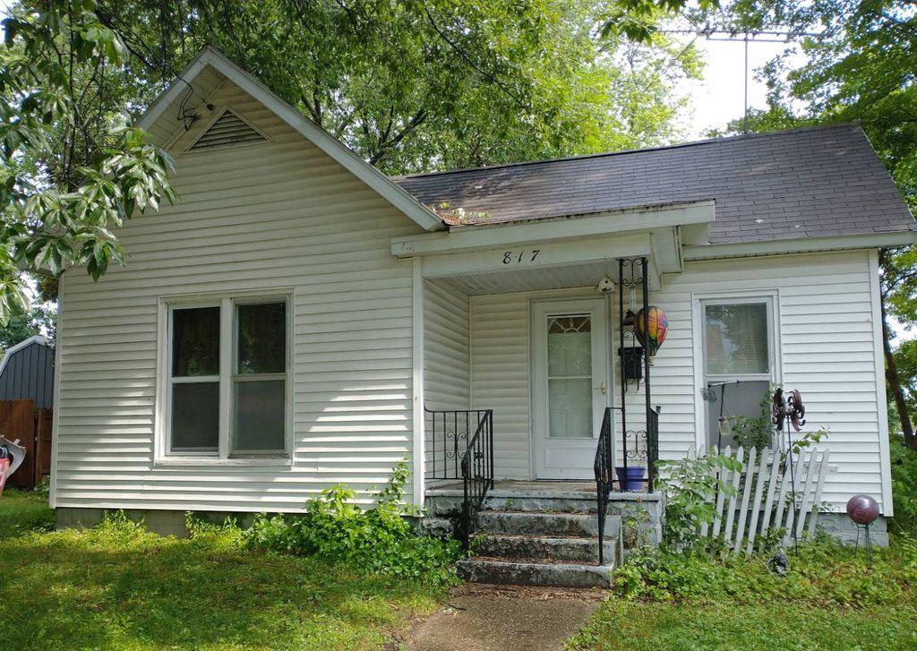 817 E Lafayette St, Rushville, IL 62681