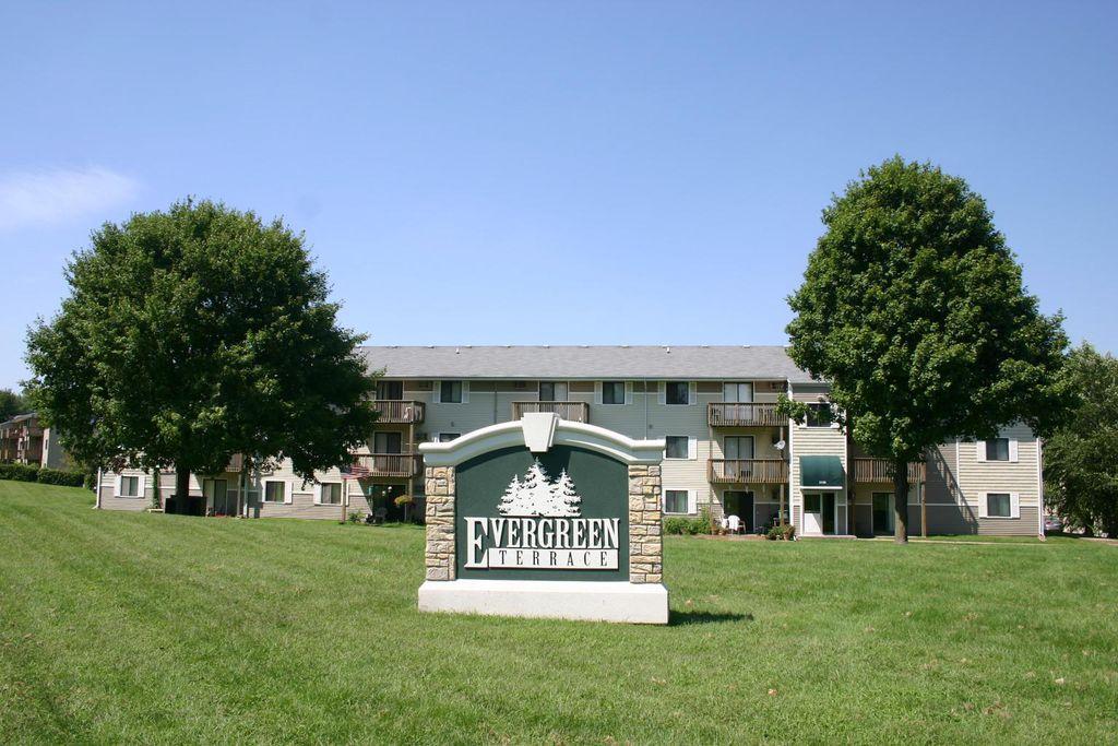 2111 E Caulder Ave, Des Moines, IA 50320