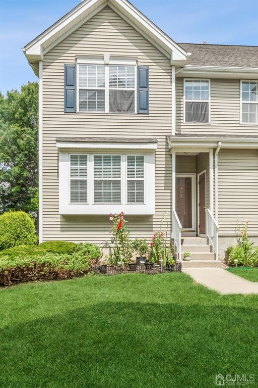 513 Blossom Cir, Dayton, NJ 08810