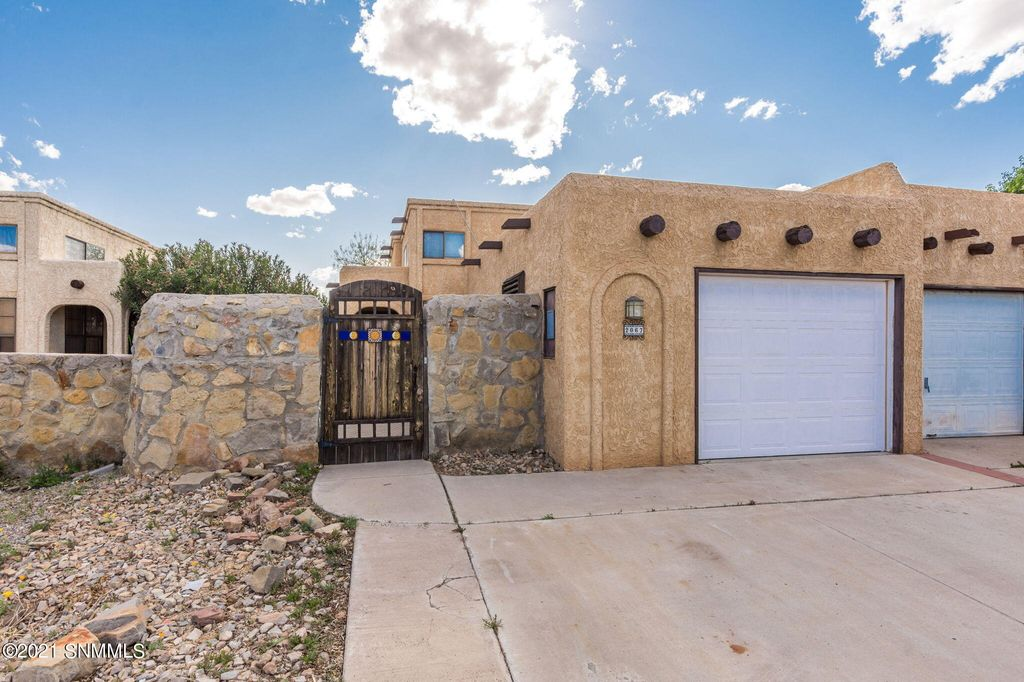 2067 Embassy Dr, Las Cruces, NM 88005