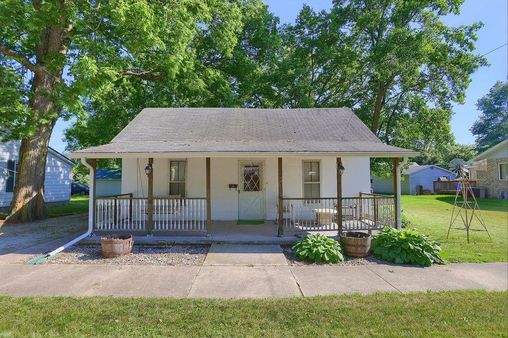 413 E Marion St, Monticello, IL 61856