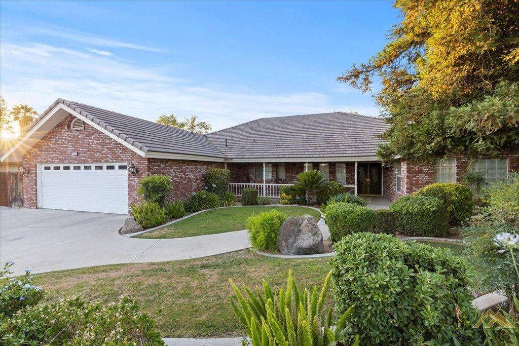 7312 Jolynn St, Bakersfield, CA 93308