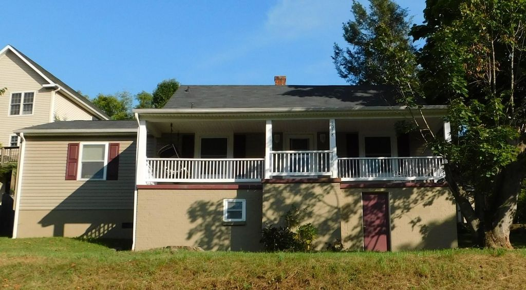 1028 Middlebrook Ave, Staunton, VA 24401