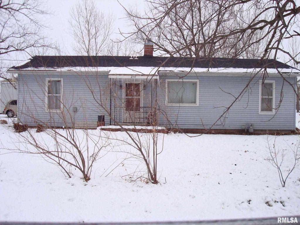 210 Elm St, Augusta, IL 62311