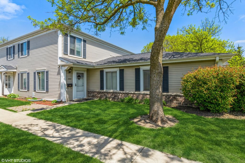 1343 Cove Dr #206-B, Prospect Heights, IL 60070