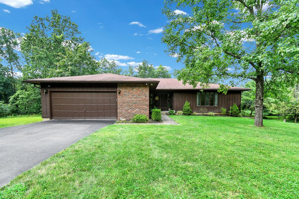 8369 Manitou Dr, Westerville, OH 43081