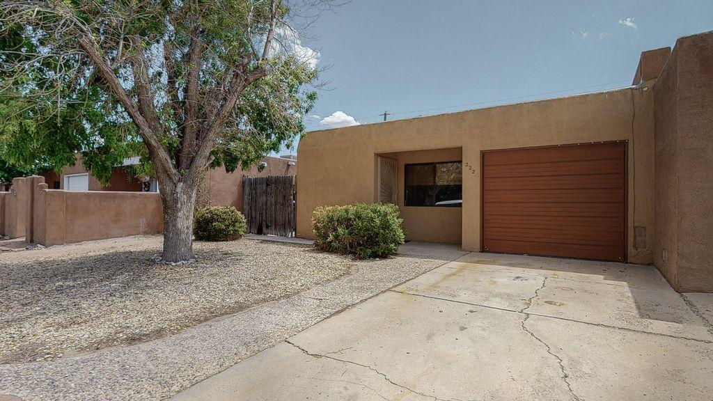 222 Shannon Pl NW, Albuquerque, NM 87107