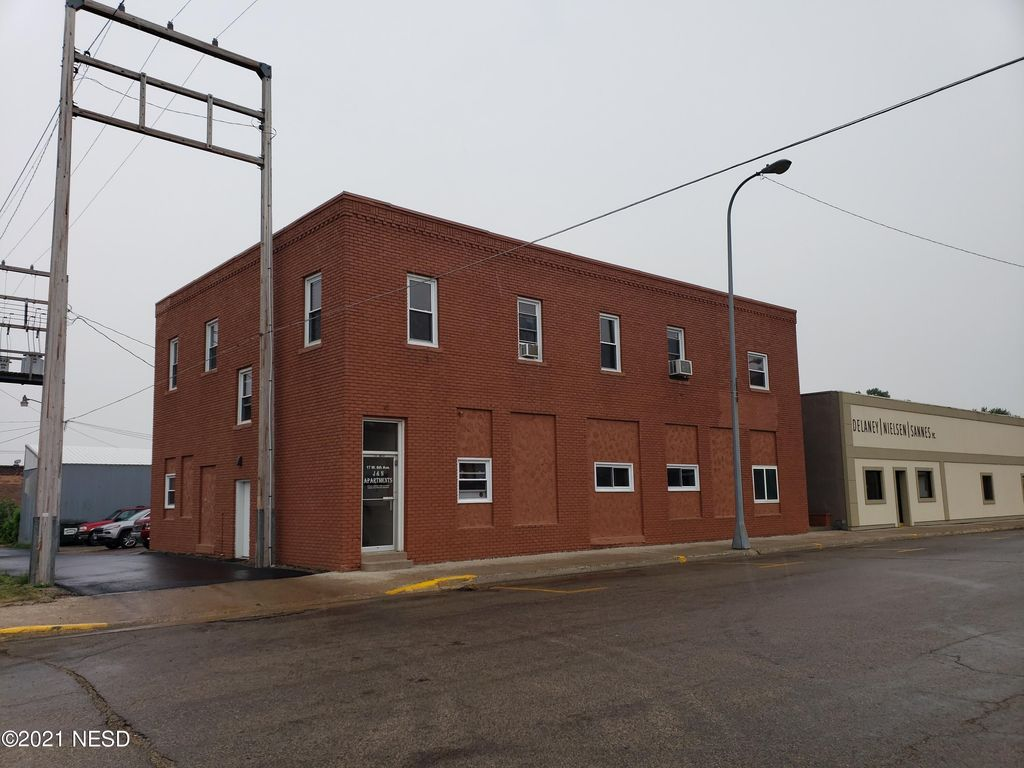 17 W 6th Ave, Webster, SD 57274