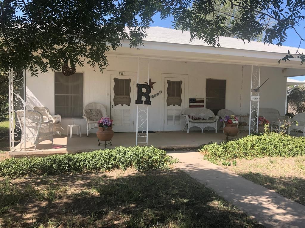 701 N Gonzales St, Marfa, TX 79843