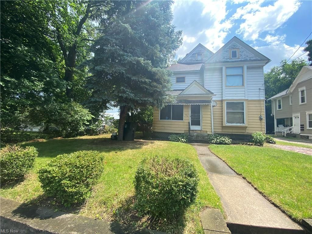 376 Silver St, Akron, OH 44303