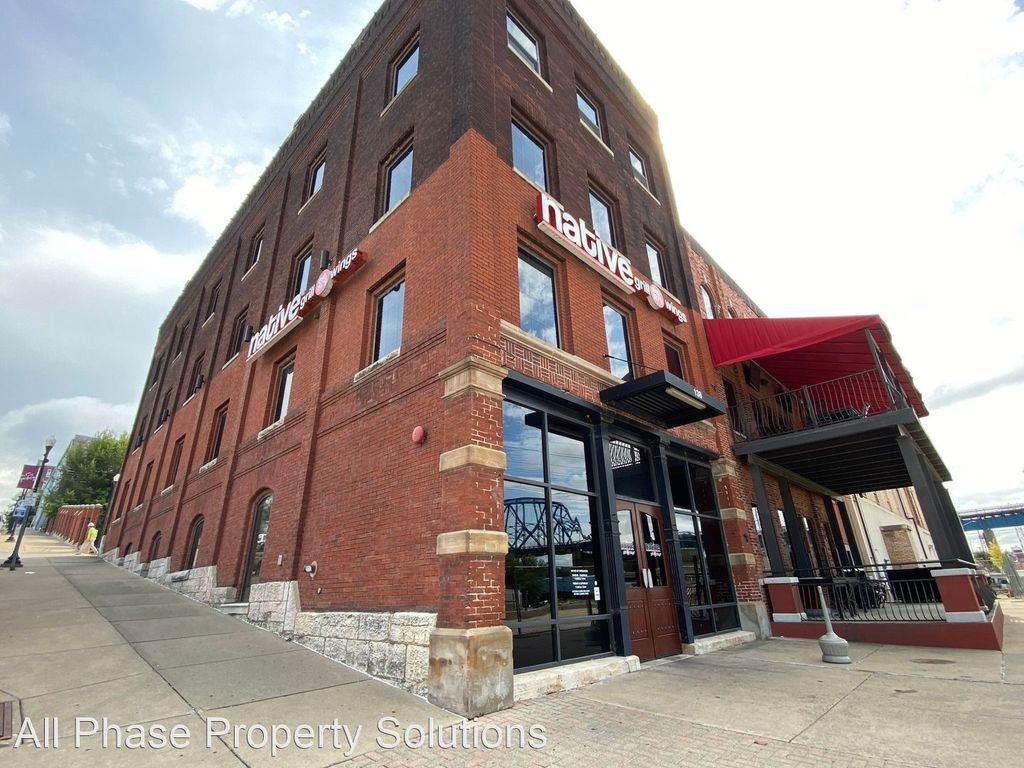 138 N Front St #401, Quincy, IL 62301