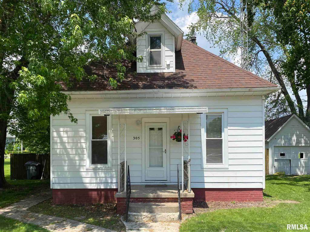 305 E Roberts St, Colchester, IL 62326
