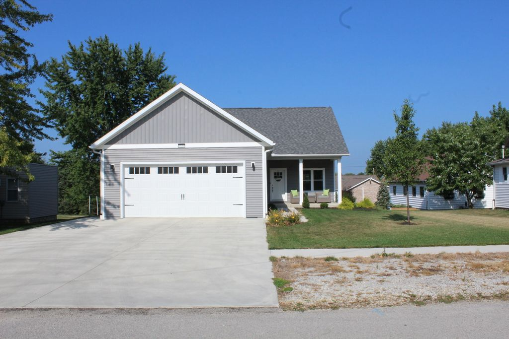 208 High St, Fort Recovery, OH 45846