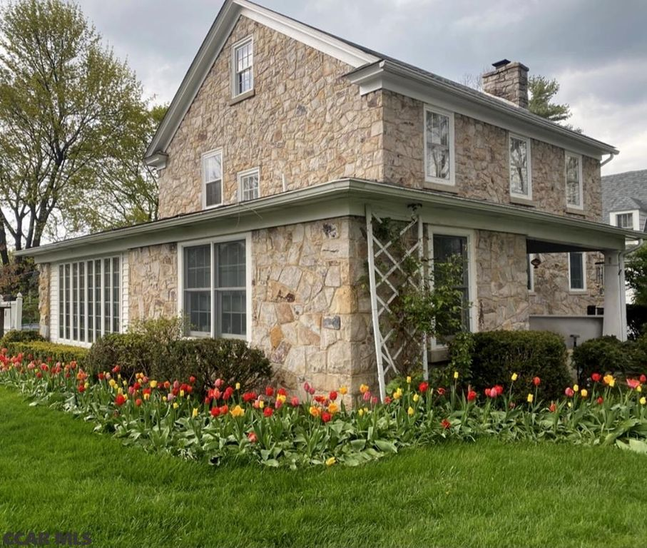 835 W Foster Ave, State College, PA 16801
