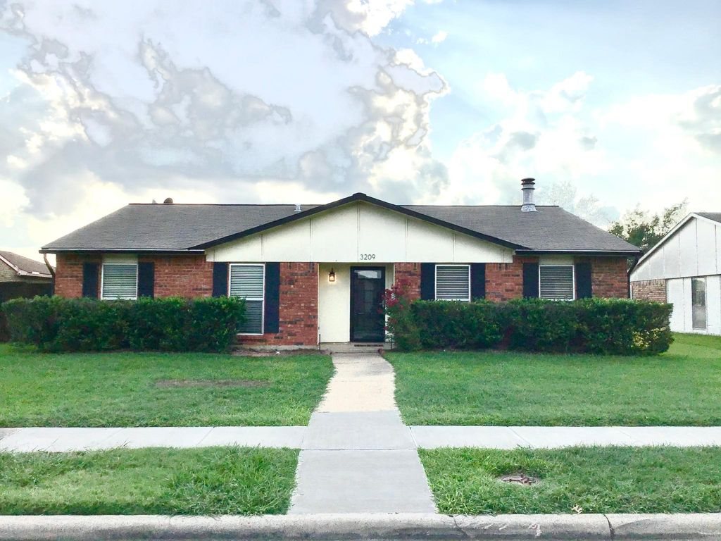 3209 Rose Hill Rd, Carrollton, TX 75007