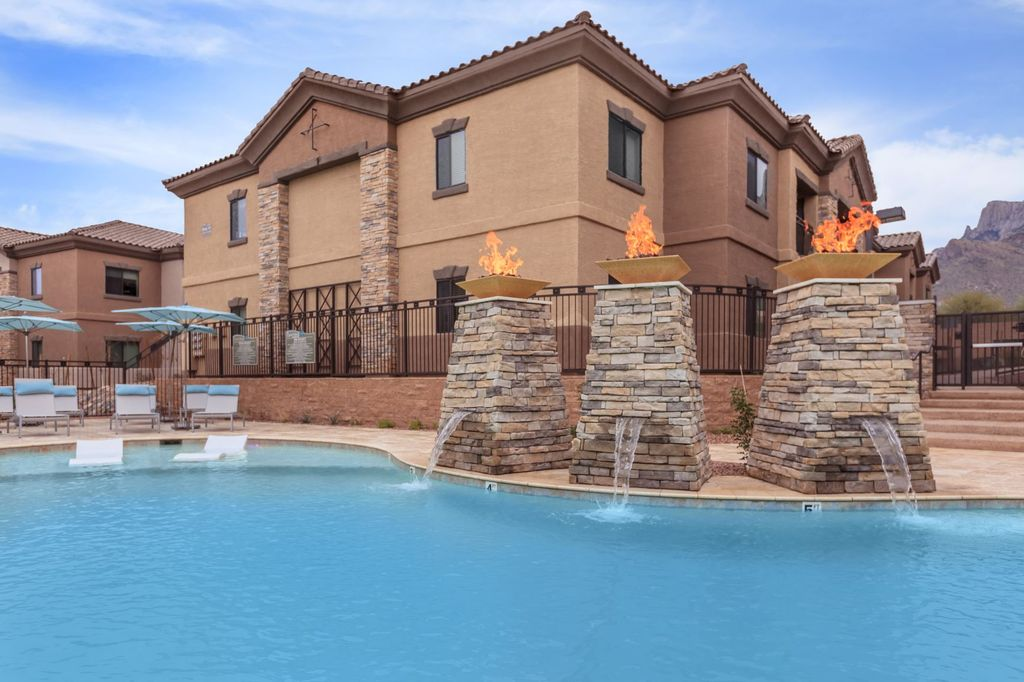 9750 N Oracle Rd, Tucson, AZ 85704