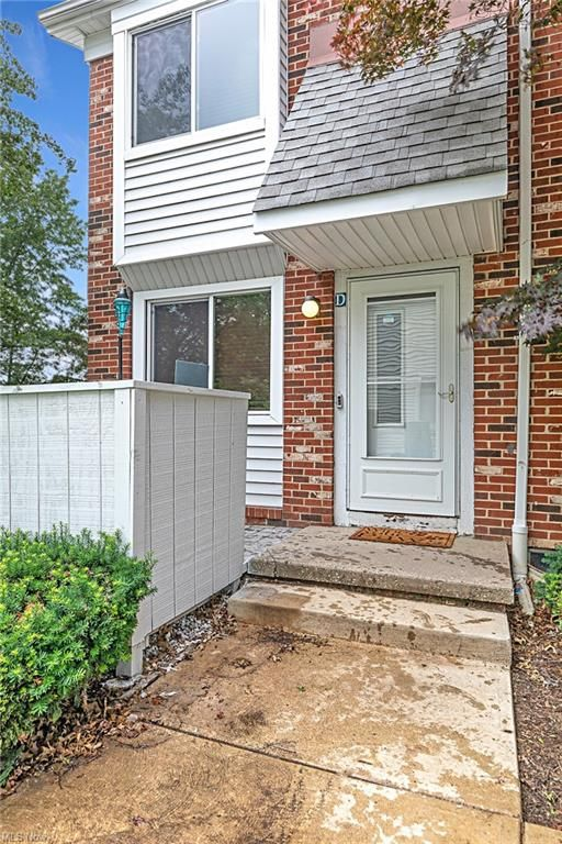 5472 Sierra Dr #73-D, Willoughby, OH 44094