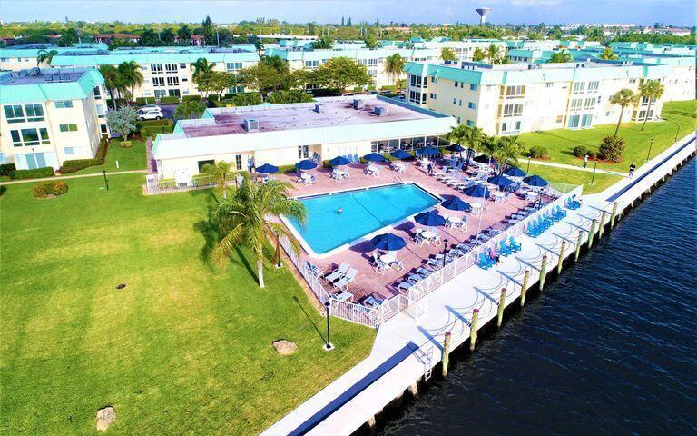 32 Colonial Club Dr #104, Boynton Beach, FL 33435