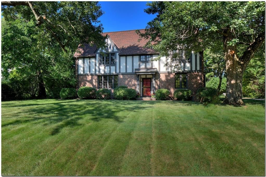 18650 Parkland Dr, Shaker Heights, OH 44122