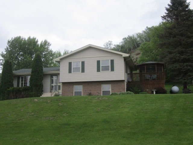 6049 Country Club Rd, Houston, MN 55943