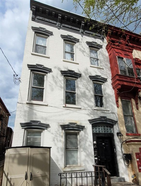 547 Clinton Ave, Albany, NY 12206