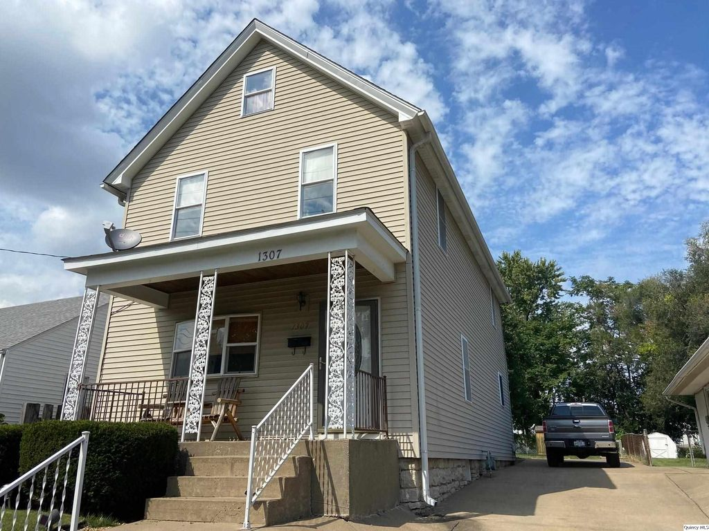 1307 Madison St, Quincy, IL 62301