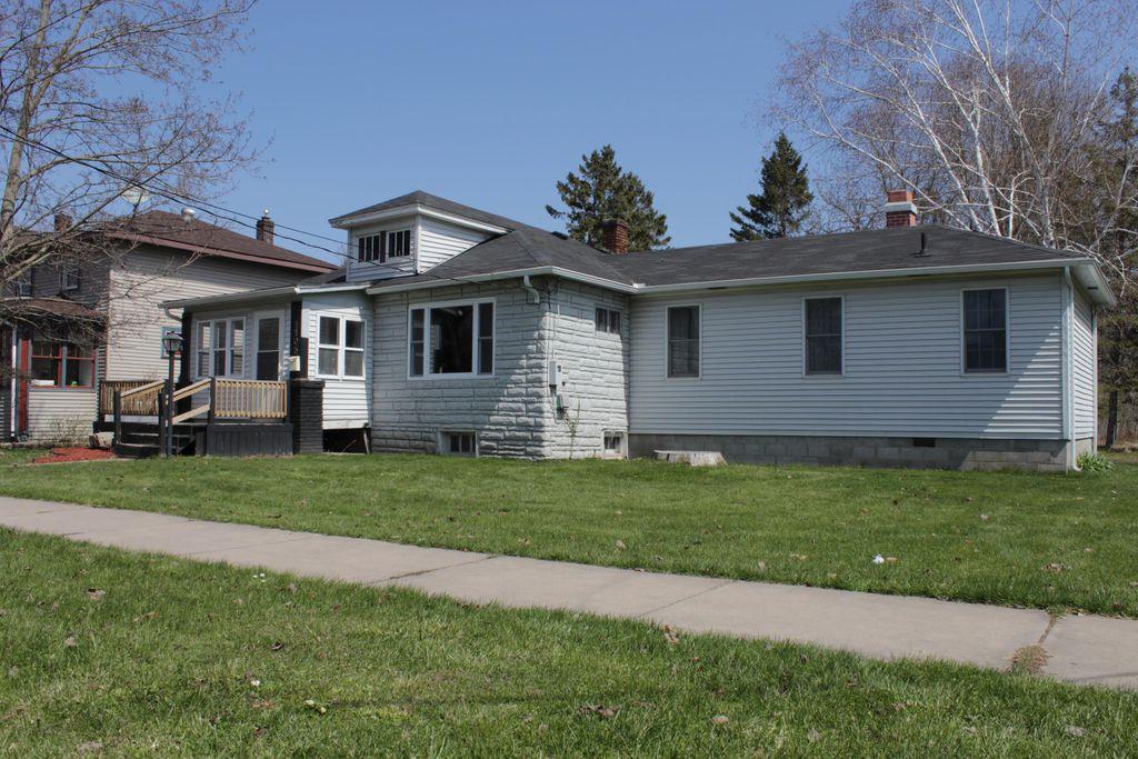 1105 Johnston St, Sault Sainte Marie, MI 49783