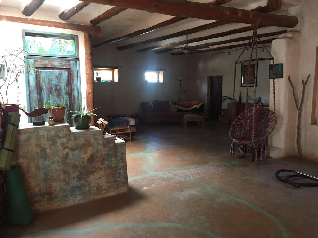 592 Foothill Rd SW, Albuquerque, NM 87105