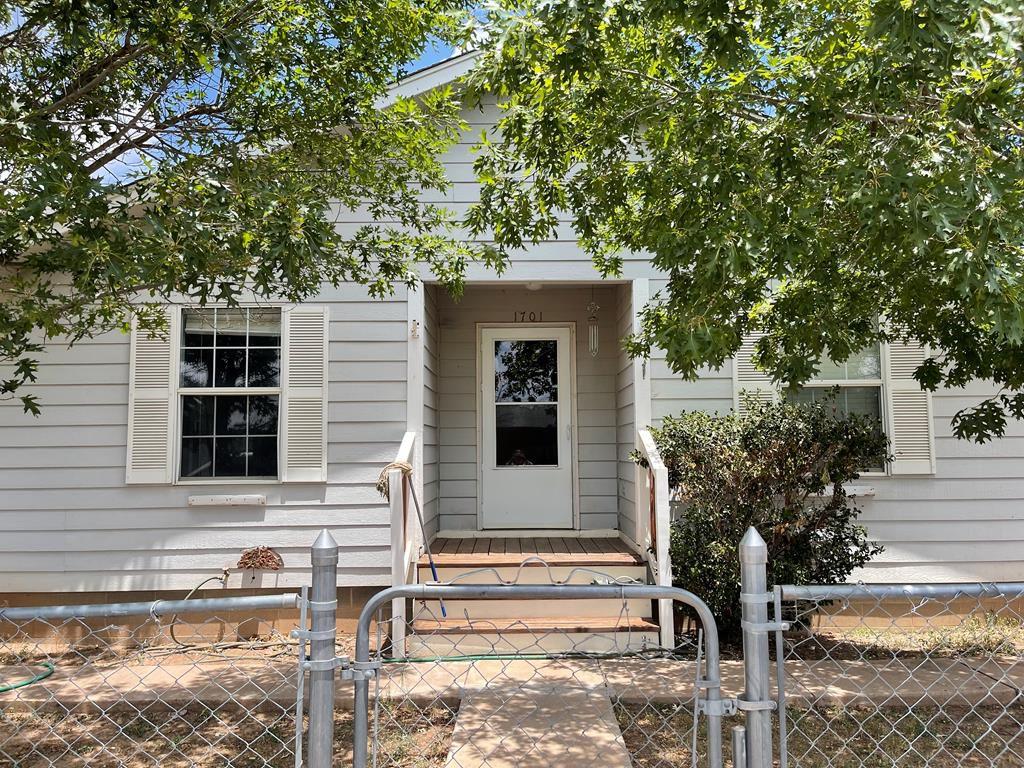 1701 E Avenue H, Alpine, TX 79830
