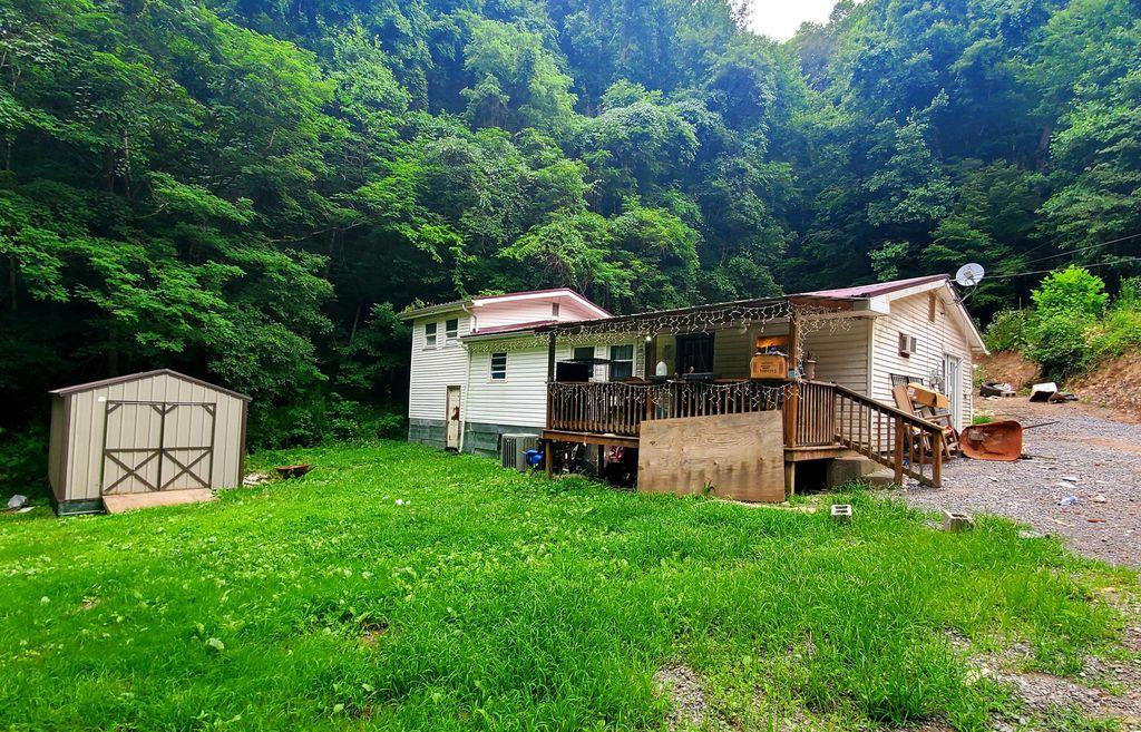 1437 Right Poor Valley Rd, Pennington Gap, VA 24277