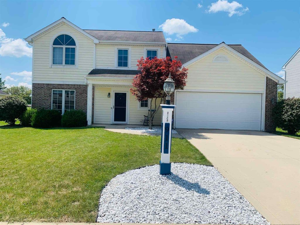 911 Winchester Ln, Fort Wayne, IN 46819