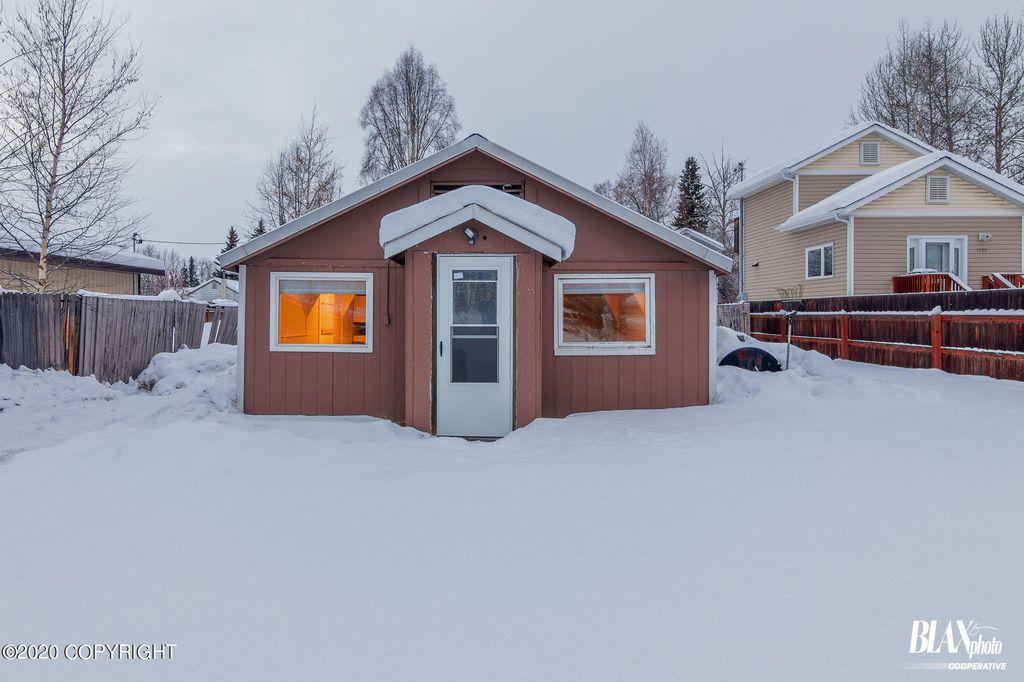 1526 Mary Ann St, Fairbanks, AK 99701