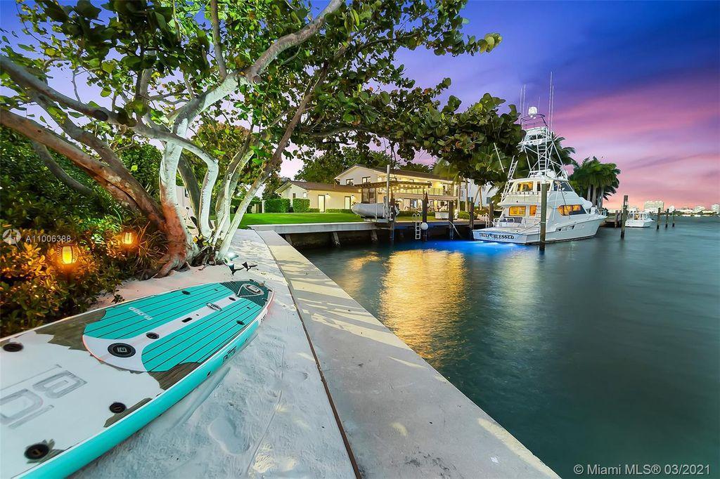 12385 Keystone Island Dr, Miami, FL 33181