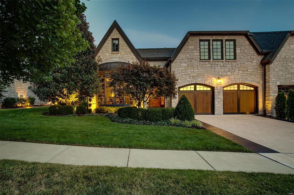22 Bonhomme Grove Ct, Chesterfield, MO 63017