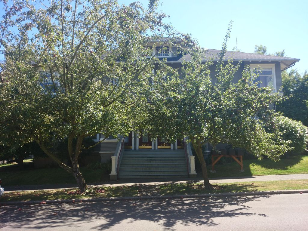 219 Howe St, Seattle, WA 98109