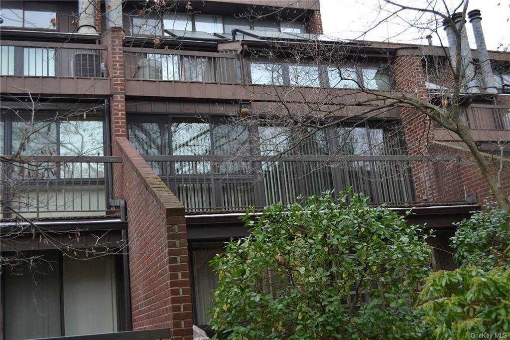 150 N Bedford Rd #2F, Chappaqua, NY 10514