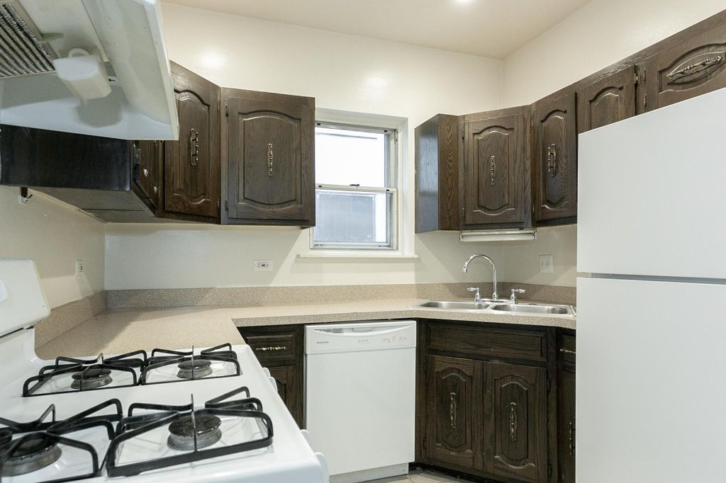 444 N State St #2A, Chicago, IL 60654