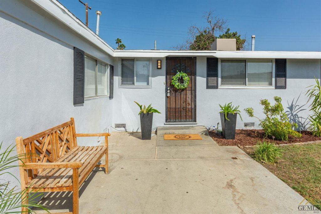 22 N Stine Rd, Bakersfield, CA 93309