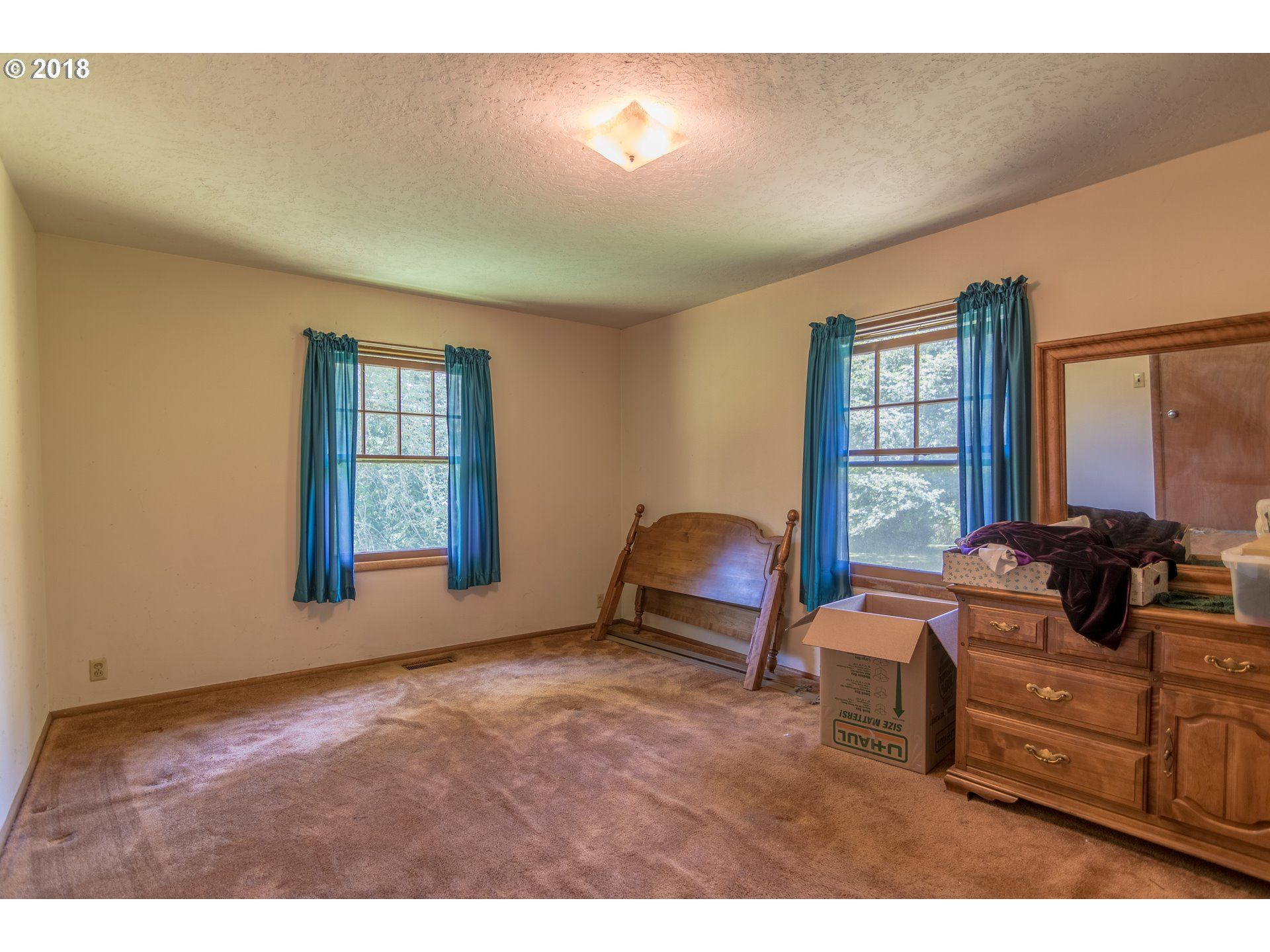 9655 SW 74th Ave, Tigard, OR 97223 - 3 Bed, 1 Bath Single