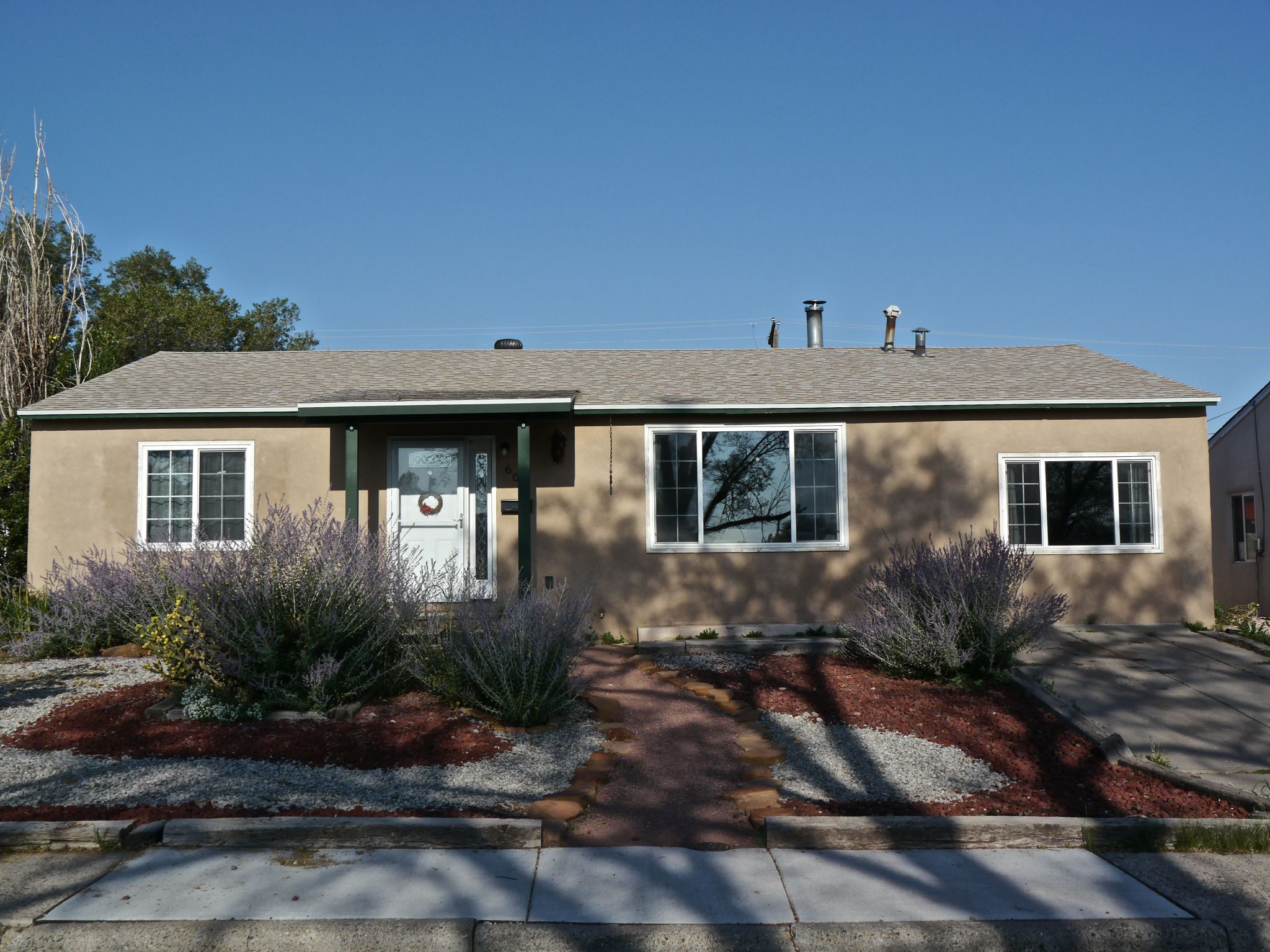 604 Sunset Dr, Gallup, NM - 3 Bed, 2 Bath Single-Family